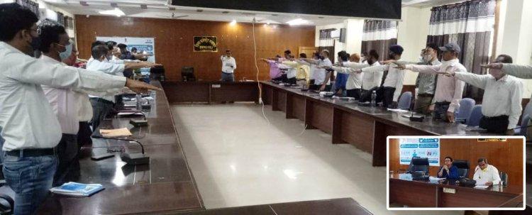 NEWS: प्रतापगढ़ जिला कलेक्टर अनुपमा जोरवाल ने ली अधिकारियों की साप्ताहिक समीक्षा बैठक, कोरोना गाइड लाइन का सख्ती से पालन करने के दिए निर्देश, उल्लंघन करने पर होगी कार्यवाही